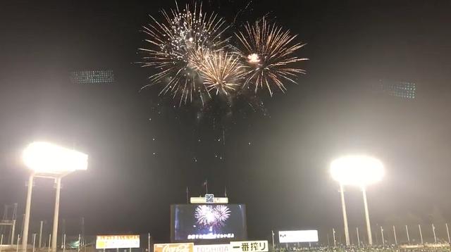 神宮球場の打ち上げ花火