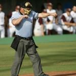 草野球では主審をやることで相手チームの情報収集と改めて野球のルールが学べる