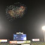 【動画】神宮球場 打ち上げ花火300発!夏だけの期間限定で5回裏終了後に花火があがるよ
