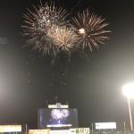【動画】神宮球場の打ち上げ花火!今年はグリーンライトと共に!